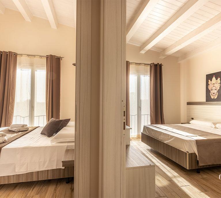 family-room-camera-6-posti-letto-tramonto-ibleo-resort-avola