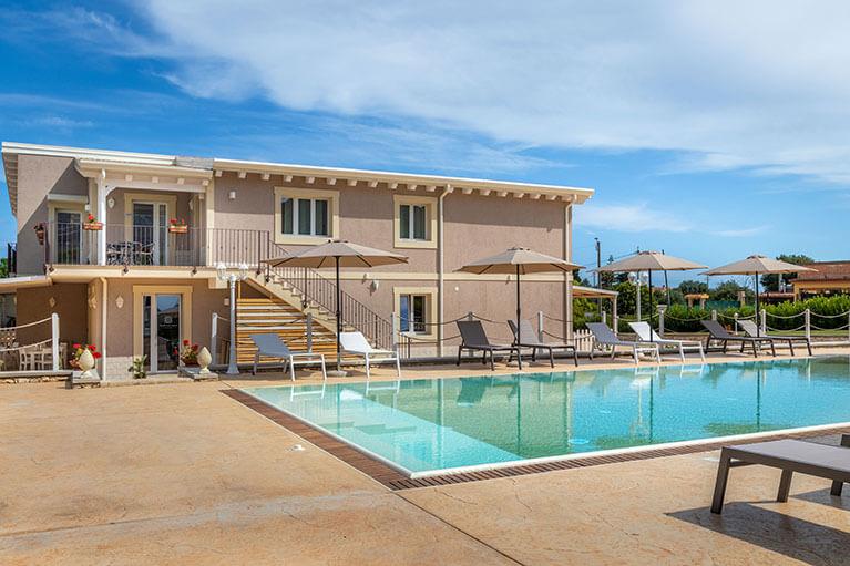 piscina-tramonto-ibleo-resort-avola-10